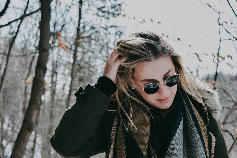 Woman-wearing-sunglasses-in-the-winter.jpg